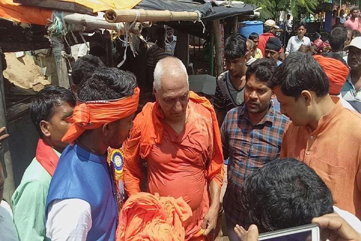 Image result for swami agnivesh se dhakka mukki